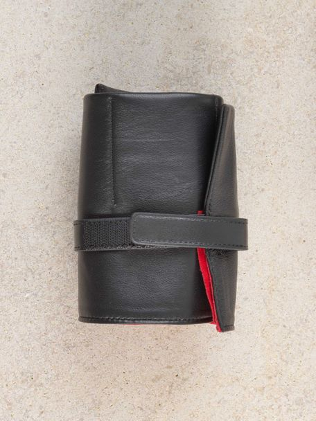 WRIST ICONS Signature black and red leather watch roll
